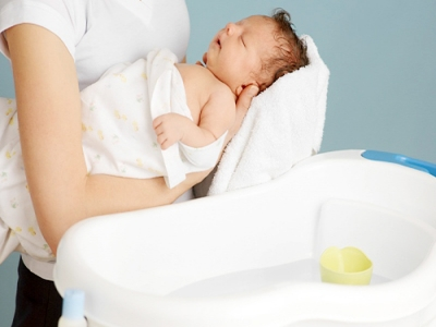 Tắm bé sơ sinh tại nhà & chăm sóc mẹ sau sinh